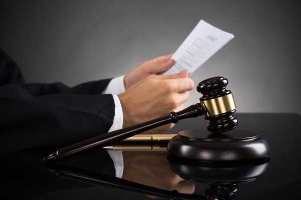 Выписаться через суд
